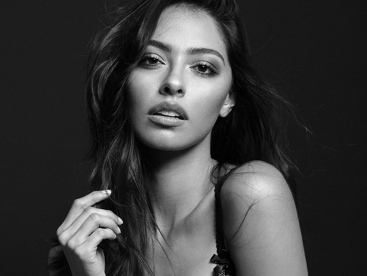 Foto profesional de mujer en blanco y negro Colombia